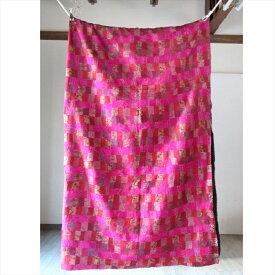 インドの古布・シルクパッチワーク カンタ刺繍 ベッドスプレッド236×265cm刺し子刺繍・ピンクのモザイク Kantha embroidery, India