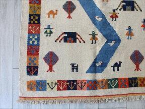 カシュカイ族の織るギャッベキリム・チェイレキサイズ148×102cm/アイボリー山の見える遊牧民の暮らし