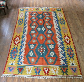 トルコキリム・手織りのウール100%カイセリキリム・カリヨラサイズ・240×139cmオレンジ/マスタード 雄羊の角のモチーフ キリム ラグ