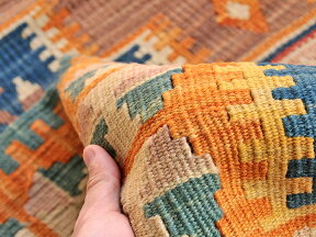 色にこだわるワンランク上のカイセリキリム・チェイレキサイズ・133×98cm階段状の2つのメダリオンブルーグラデーション/オレンジ