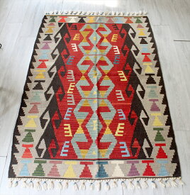 手織りのスタンダードカイセリキリム・セッヂャーデ170×110cm3つのベレケット レッド・ブラック・ナチュラルグレー