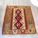 細かな織りのウシャクキリム・トルコ手織りチェイレキサイズ112×88cm3つの赤いメダリオン