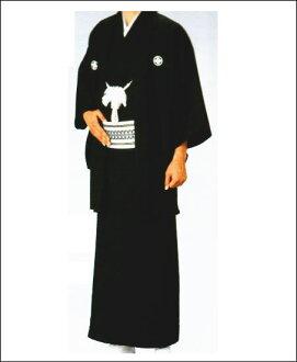 与经典的黑冠设置顶加外罩和和服集的人进入外罩外套模式
