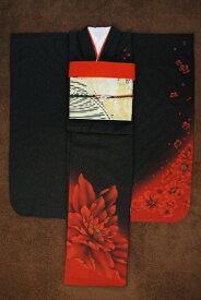 【レンタル】【黒 ブラック 朱色 赤 レッド 花 花柄 牡丹】 2021年1月成人式用振袖レンタルset 【クール モード モダン 振袖 レンタル 成人式 20点セット 送料無料】