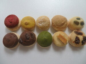 とけるクッキー。10個詰め合わせ。フレンチメレンゲの上に色々な、お味のサクホロクッキーを合わせました。プレゼント用にラッピングもさせて頂けます。