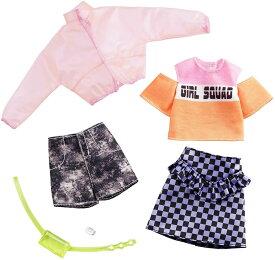 バービー ファッションパック 2着セット(Girl Squadプリントシャツ) /洋服 アクセサリー かばん (Barbie Clothes: 2 Outfits Doll Include A Jacket, 'Girl Squad' Top, Checked Skirt, Denim Shorts/ MATTEL/GHX58)