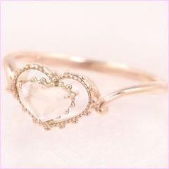 【ローズクオーツ ピンクゴールド リング 指輪・レフィーノ】ピンクにハートは可愛すぎて気後れしちゃう…そんな方にぴったりの、大人の表情も兼ね備えた上品なハートリング 指輪をお作りしました♪ 可愛い ゆびわ ジュエ ブランド