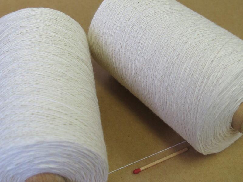 【裂織用経糸(綿)(生成)】 裂織りをはじめ、各種織物用の経糸にピッタリな綿糸です。手織りはもちろん、手編みにもお使い頂けます。