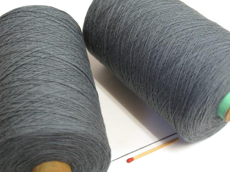 【裂織用経糸(綿)(グレー)】 裂織りをはじめ、各種織物用の経糸にピッタリな綿糸です。手織りはもちろん、手編みにもお使い頂けます。