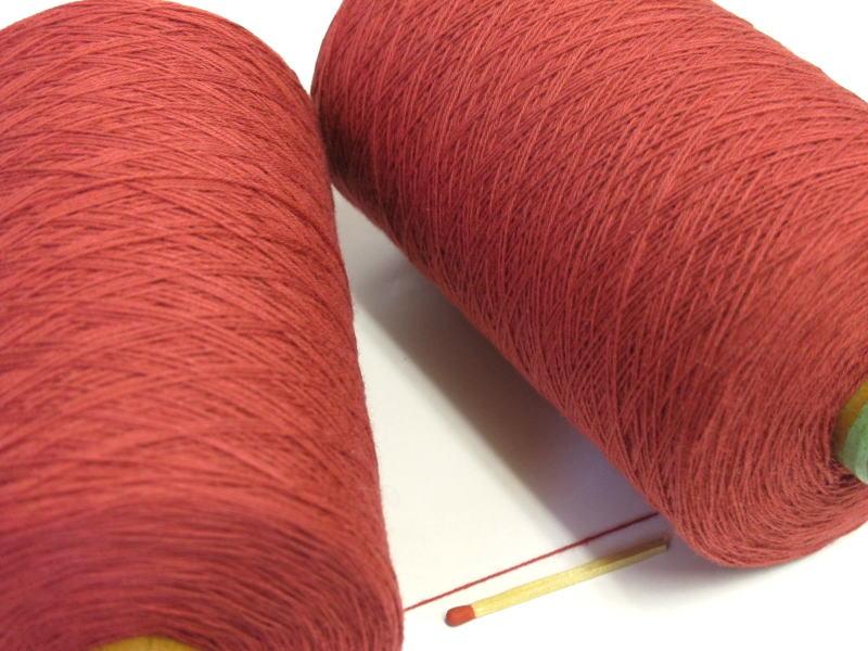 【裂織用経糸(綿)(レンガ)】 裂織りをはじめ、各種織物用の経糸にピッタリな綿糸です。手織りはもちろん、手編みにもお使い頂けます。