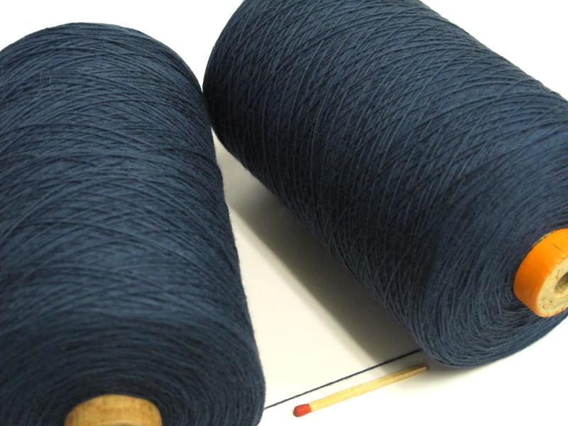 【裂織用経糸(綿)(紺)】 裂織りをはじめ、各種織物用の経糸にピッタリな綿糸です。手織りはもちろん、手編みにもお使い頂けます。
