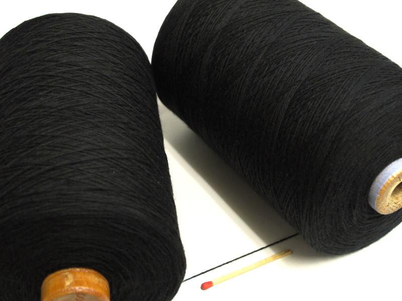 【裂織用経糸(綿)(黒)】 裂織りをはじめ、各種織物用の経糸にピッタリな綿糸です。手織りはもちろん、手編みにもお使い頂けます。