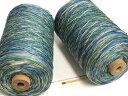 【シルクカスリ900(グリン)】 手織りの方にも手編みの方にも使い勝手の良い絹100%の糸。コストパフォーマンスも高く、1本手元に置いておかれたら重宝します。