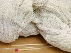 【1/10シルク紬(生成・かせ)】 素朴な風合いの絹100%の糸。ヨコ糸におすすめの絹糸です。