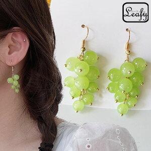 新品Leafy可愛いらしい光沢があるグリーンクリスタルビーズを使用し、葡萄の形に編んだフックピアス オーロラマットの美しい色合いのシャインマスカット風モチーフ 耳飾り フルーツ ぶ