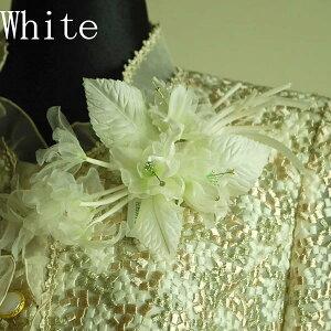 慶事用 フラワーコサージュ(ホワイト):C160-WH サザンカ風の胸飾り(ケース入り)【結婚式・披露宴・卒業式・入学式・成人式】 白 レディース 婦人 フォーマル 礼服用 スーツ用 ドレス用