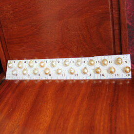 ●白蝶真珠<Top quality><Natural White or Gold><ルース無穴>11-12mm(横幅)<Oval Shape><Reasonable Special>※クリッカー/バチカンなどの金具はオプションです。【真珠の入札会】