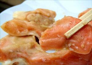 チリ産の銀鮭・トラウトサーモンのカマを西京味噌に漬けました。