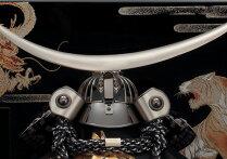 【送料無料】【2018新作五月人形】五月人形五月節句飾り東旭監製兜飾り収納飾り伊達銀仕立兜飾り13号(戦国武将・伊達政宗)(正絹威仕立)(会津塗台屏風)(収納型・収納タイプ)