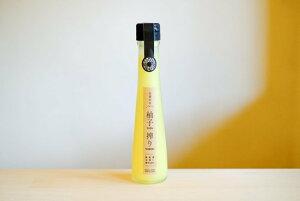 ゆず果汁生搾り 柚子搾り 1本に約15個分のゆずが入っています ビタミンC・クエン酸たっぷりで 濃厚な柚子の香りがします 奈良県曽爾村高原産
