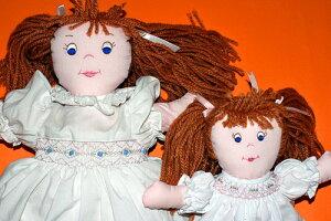 布絵本布おもちゃ布人形アンジェラ・ドールアンジェラと妹のスージースモッキングドレスの人形&ウッドネックレスのおまけ付け幼児教育選んで!!無料ギフトラッピング