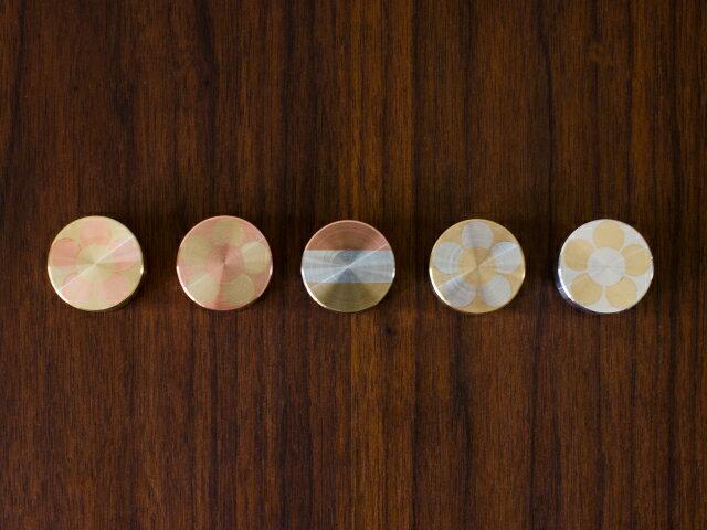 NEIGHBOR mosaic weight(モザイク ウェイト) - /シオン(neighbor&craftsman)/高級 ペーパーウェイト 置き物 インテリア オブジェ 書類 重し 文鎮 文房具/おしゃれ かわいい 花柄 縞柄 ボーダー/真鍮製 銅製 金属製 削り出し 職人/桃色 金色 銀色/ピンク ゴールド シルバー