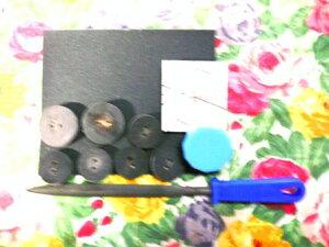 水牛の角の手作りボタン、創作セット材料・Aタイプ。本水牛のボタン、20m/m・二つ穴・5個+本水牛のボタン、25m/m・二つ穴・2個+ヤスリ+紙ペーパー+コンパウンド1個+図面と説明書き、付き。