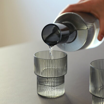 fermLIVING(ファームリビング)RippleCarafe(リップルカラフェ)スモークグレー北欧/ガラス食器/日本正規代理店品