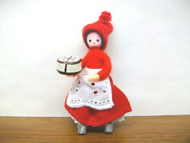 Anne Beate Dolls アンネ・ベアテ・ドールズ 木製人形 (Woman with Christmas Cake 2011)【北欧雑貨】