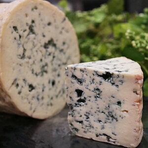 フルム ダンベール 100gあたり フランス チーズ 青カビ ブルーチーズ 牛乳 マイルド 食べやすい オーヴェルニュ