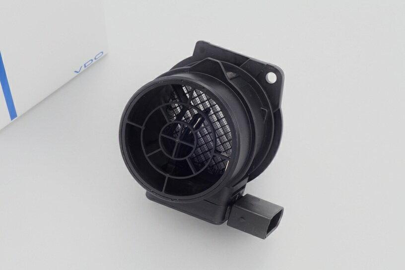 【送料無料/代引き出荷可能!】VDO製 エアマスメーター エアフロセンサー新品 (M111) ベンツ W202 W203 W208 R170 (1110940148)