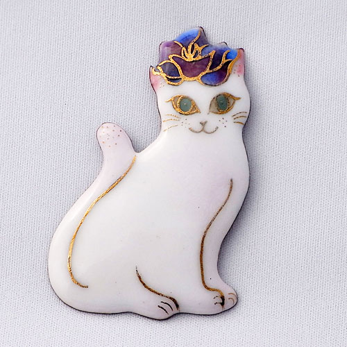 【UncleZ】 七宝焼き ブローチ バラのティアラをつけた白い猫