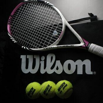 すぐテニSETその1/ジャスト1万円のラケットセット 一流メーカーの硬式テニスラケット31本から選べる。これからテニスを始める人も、復活組にも嬉しいセット!
