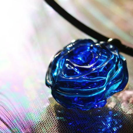 『魅惑のBLUE ROSE』 ガラスアクセサリー ネックレス・ペンダント 立体造形タイプ