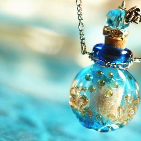 『香水瓶ペンダント / ラウンド・ブルー』 ガラスアクセサリー インポート品 ネックレス・ペンダント 立体造形タイプ
