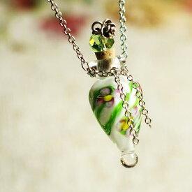 『香水瓶ペンダント / しずく・ホワイト』 ガラスアクセサリー インポート品 ネックレス・ペンダント 立体造形タイプ