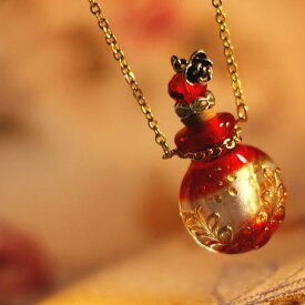 『香水瓶ペンダント / ラウンド・レッド』 ガラスアクセサリー インポート品 ネックレス・ペンダント 立体造形タイプ