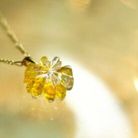 『Sparkling smile 〜 きらめく笑顔 〜』 ガラスアクセサリー ネックレス・ペンダント ダイカット(平面造形)タイプ
