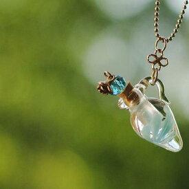 『香水瓶ペンダント / ピッチャー・ターコイズブルー』 ガラスアクセサリー ネックレス・ペンダント 立体造形タイプ
