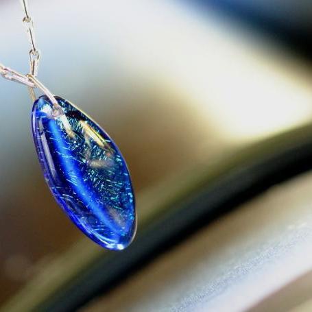 『煌く波に乗って』 ガラスアクセサリー ネックレス・ペンダント 円・楕円・ドロップタイプ