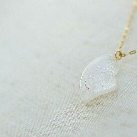 『Pure White heart』 ガラスアクセサリー ネックレス・ペンダント ハートタイプ