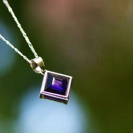 『Gentle violet』 ガラスアクセサリー ネックレス・ペンダント 四角・多角・星タイプ
