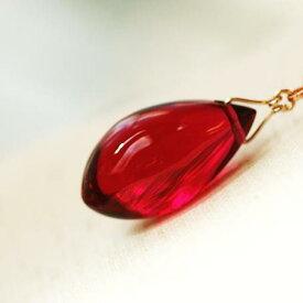 『氷の薔薇 〜 Charming ruby 〜』 ガラスアクセサリー ネックレス・ペンダント しずくタイプ