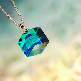 『大空の小箱』 ガラスアクセサリー ネックレス・ペンダント 立体造形タイプ
