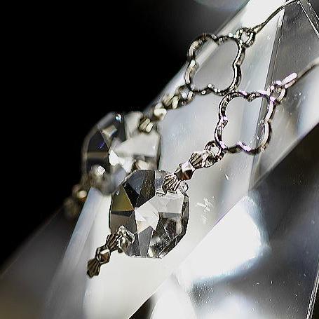 『サンキャッチャーピアス(オープンクローバーチャーム付き)』 ガラスアクセサリー ピアス・イヤリング