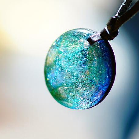 『翡翠のfullmoon』 ガラスアクセサリー ネックレス・ペンダント 円・楕円・ドロップタイプ