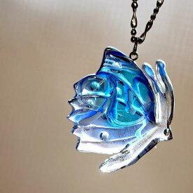 『春光に舞う』 ガラスアクセサリー ネックレス・ペンダント ダイカット(平面造形)タイプ