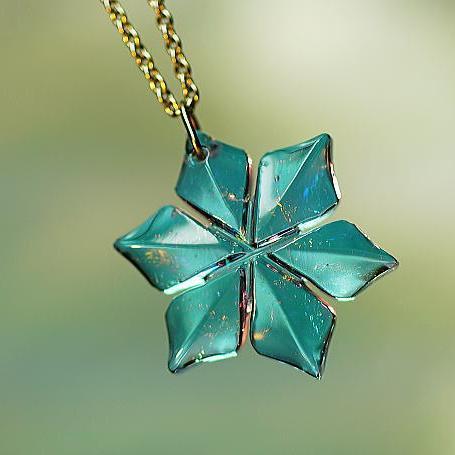 『静寂の紫花』 ガラスアクセサリー ネックレス・ペンダント ダイカット(平面造形)タイプ
