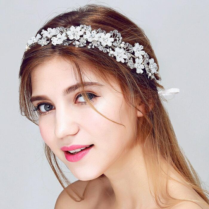二次会 パーティー ウェデイング ブライダル 結婚式 クリスタルと白いビズの柔かいフラワーカチューシャ ティアラ ヘッドドレス 花嫁ティアラ