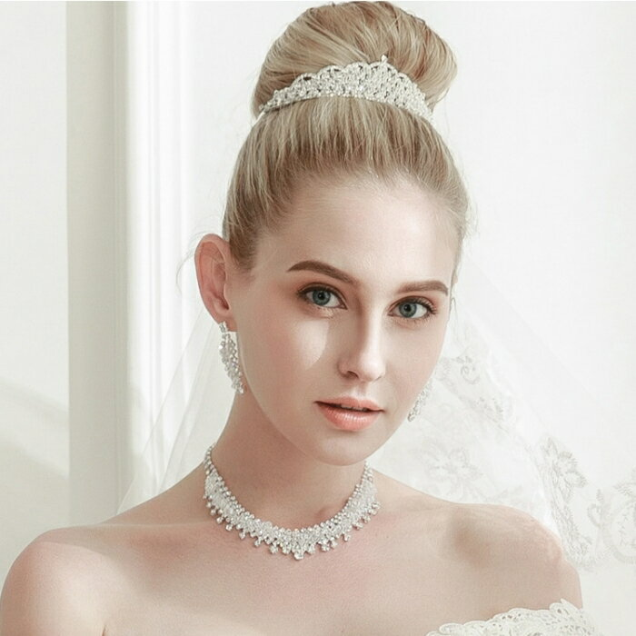結婚式 ウェデイング ブライダルティアラ 二次会 パーティー クラウン お姫様クラウン 舞台演出 コーラス ヘッドドレス 透明感のある輝くティアラ
